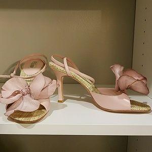 Pella moda light pink heels.